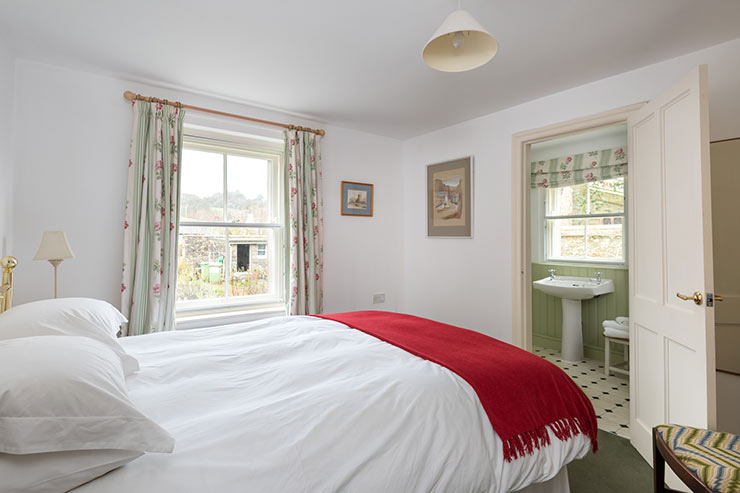 Master Kingsize Double Bedroom with Ensuite Bathroom - Downstairs