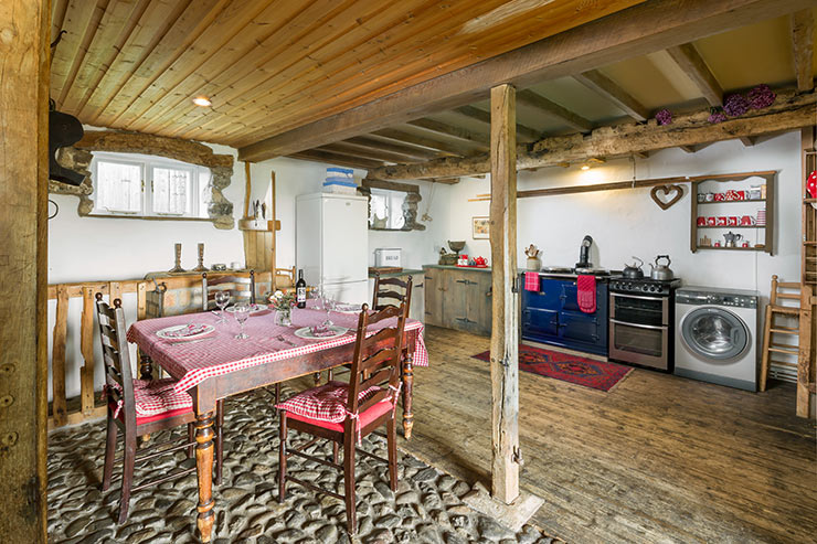 Spacious Well-Equipped Kitchen with Cosy Aga