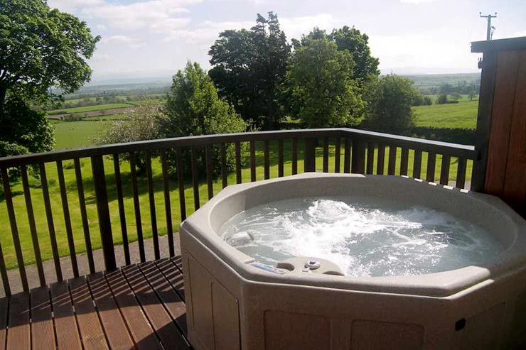 Cloven Stone Cottage Hot Tub